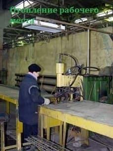 Рабочий в зоне отопления инфракрасными обогревателями завод «ЗАРТА» город Ярославль